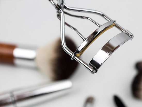 ที่ดัดขนตา - การดูแลอุปกรณ์แต่งหน้าของสาว ๆ ให้สะอาดอย่างถูกสุขลักษณะ